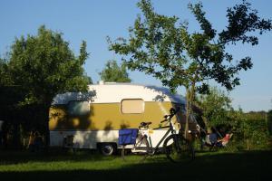 Lekker in het laatste zonnetje op de camping