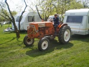 foto tractor op camping